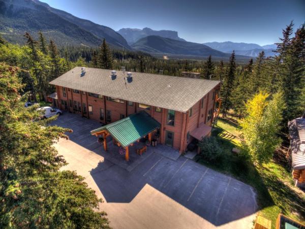 Hotel Pictures: Overlander Mountain Lodge, Jasper National Park Entrance