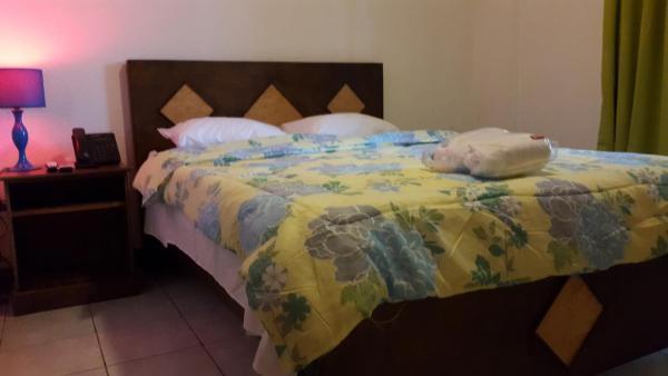 Hotel Pictures: IBUX - Restaurante - Bar - Hostel, San José