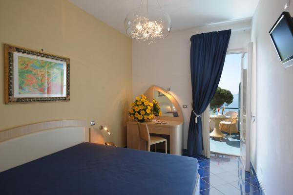 Superior Double Room with Private Terrace and Sea View