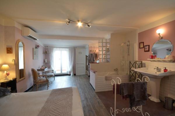 Hotel Pictures: La Claudelyne, Fuveau