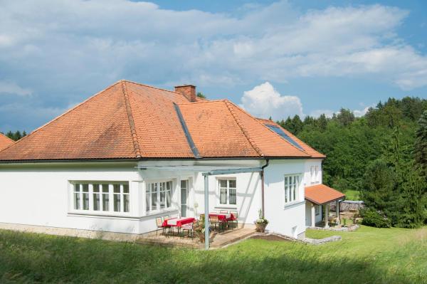 Foto Hotel: Haus Steirer am Kaiserwald, Dobl