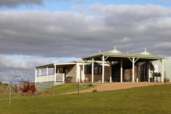 Hotellikuvia: Clunes Cabins - Rejuvenate Stays - Sleeps 14, Clunes