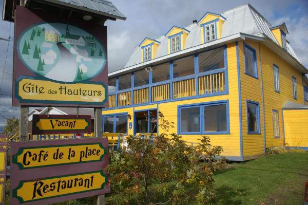 Hotel Pictures: Gîte des Hauteurs et Café de la place, Saint Zenon