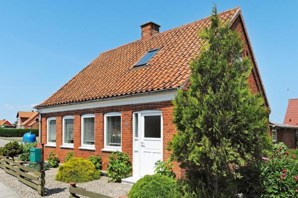 Hotel Pictures: Holiday Home Østergade, Bagenkop