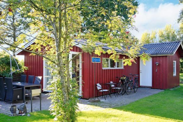 Hotel Pictures: Holiday Home Kløvermarken, Strandby