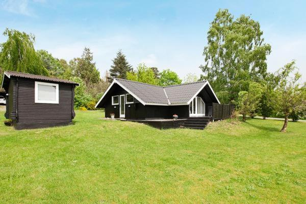 Hotel Pictures: Holiday Home Liva Weelsvej, Melby