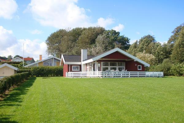 Hotel Pictures: Holiday Home Anemonevej II, Binderup Strand