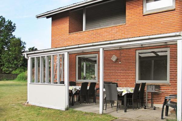Hotel Pictures: Holiday Home Nygårds III, Hou