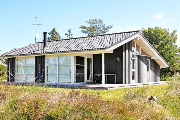 Hotel Pictures: Holiday Home Revlingestien II, Torup Strand