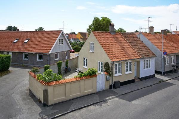 Hotel Pictures: Holiday Home Bryggeristræde, Neksø