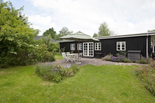 Hotel Pictures: Holiday Home Lundebjergvej, Tisvildeleje