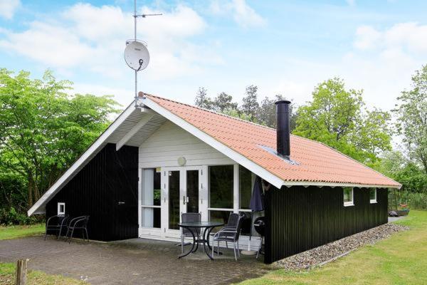 Hotel Pictures: Holiday Home Fyrrelunden II, Øster Vrøgum