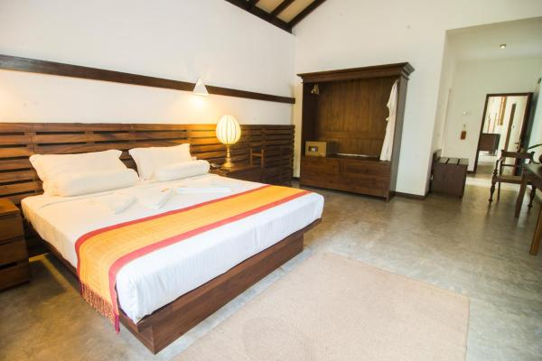 Emperor Double Room with Ayurveda Treatment