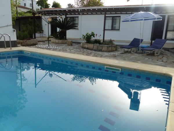 Hotel Pictures: Hidden Cottage, Kyrenia