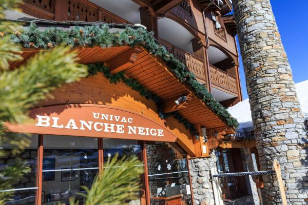 Hotel Pictures: Hotel Club Blanche Neige, Courchevel