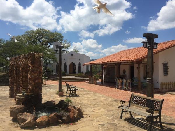 Hotel Pictures: El Pueblito Resort, Samaipata