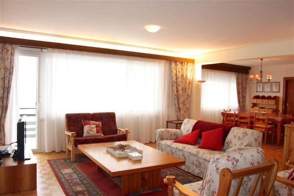 Hotel Pictures: Forêt B, Crans-Montana