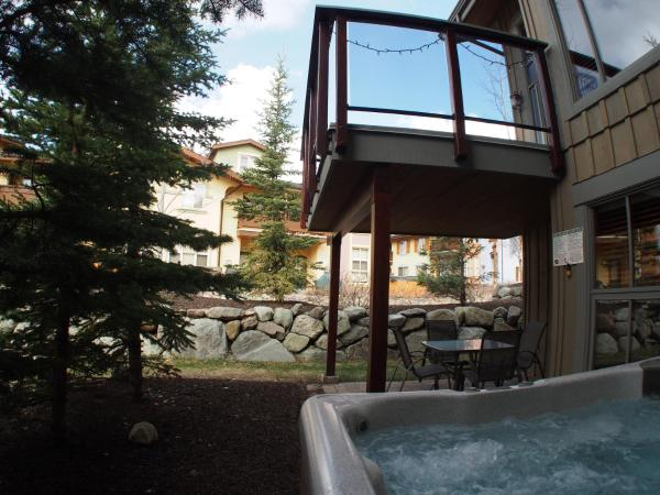 Hotel Pictures: Trapper's Landing Townhouses - TL05, Sun Peaks