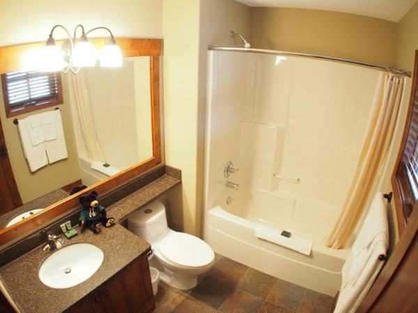 Hotel Pictures: Trapper's Landing Townhouses - TL27, Sun Peaks