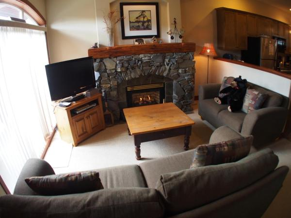 Hotel Pictures: Powder Ridge Townhouses - PR06, Sun Peaks