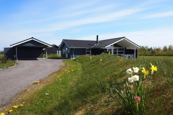 Hotel Pictures: Holiday home Multebærvej A- 3061, Hemmet