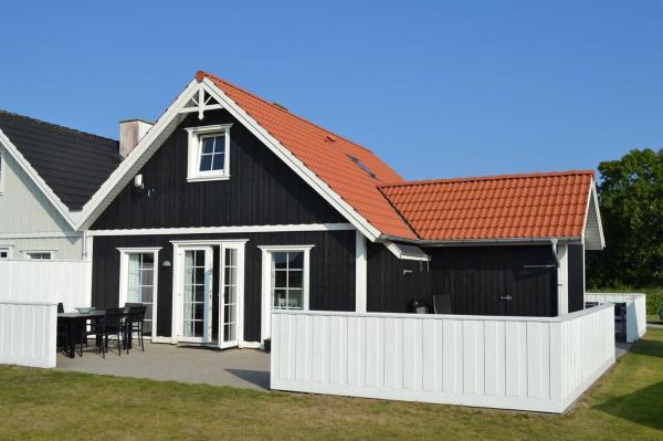 Hotel Pictures: Holiday home Strandgårdsvej E- 4537, Bro