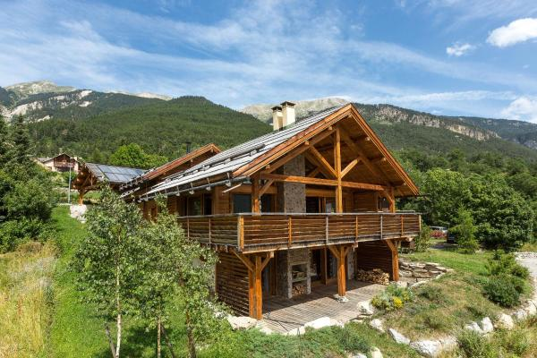 Hotel Pictures: Chalet The Mountain House, Saint-Chaffrey