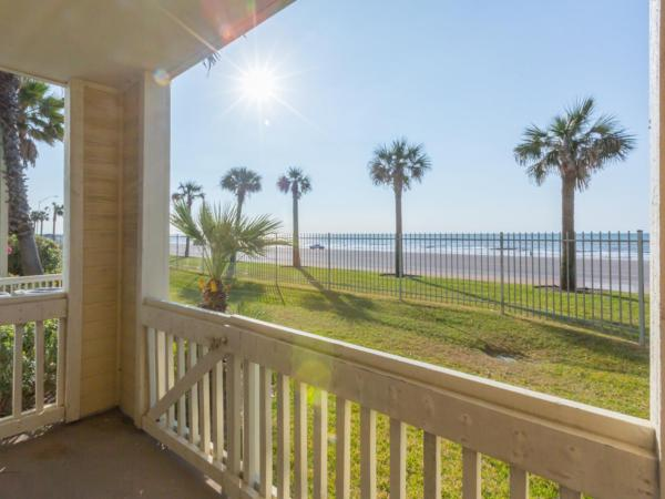 酒店图片: A Relaxed Coastal Condo in Galveston - Steps from the Beach Apts, 加尔维斯敦