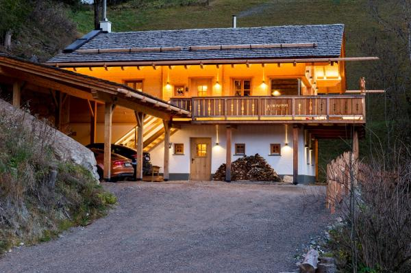 Foto Hotel: Wuidererhüttn, Großkirchheim