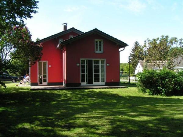Hotel Pictures: Rotes Ferienhaus Klausdorf, Klausdorf Mecklenburg Vorpommern