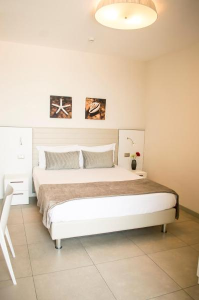 Superior One-Bedroom Apartment (2 Adults)
