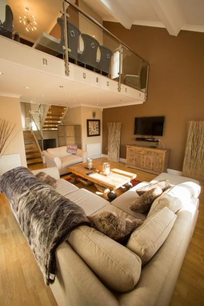 Hotel Pictures: Luxury Model Home, Sandbrook Villas, Merthyr Tydfil
