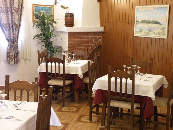 Hotel Pictures: Hostal Las Acacias, Los Canos de Meca