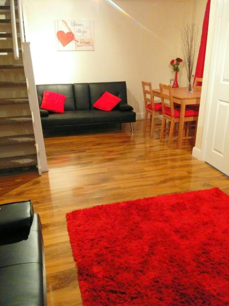 Hotel Pictures: Welsh Cosy Cottage, Merthyr Tydfil
