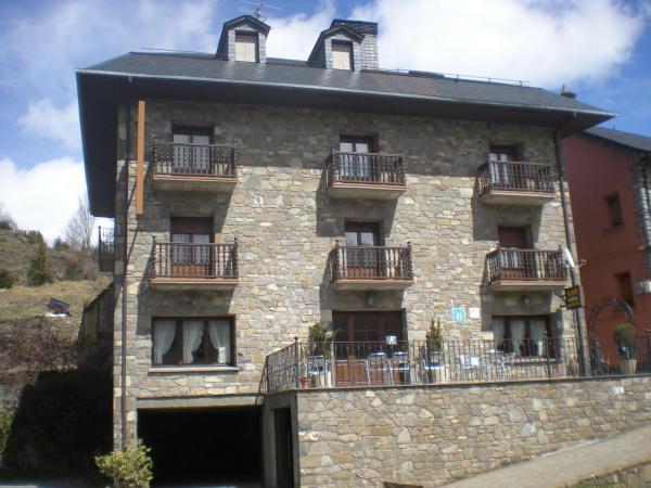 Hotel Pictures: Hotel Las Nieves, Linás de Broto