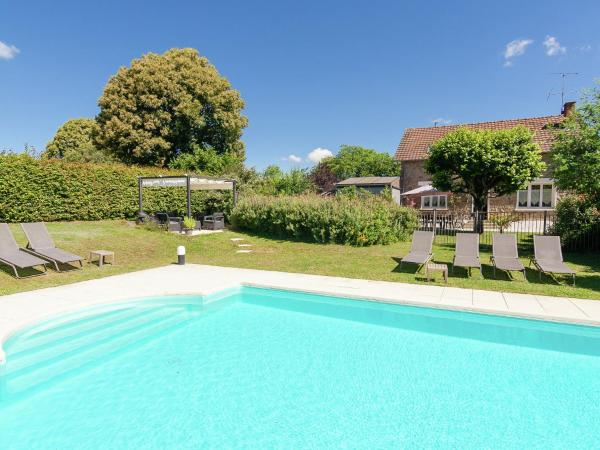 Hotel Pictures: Holiday home Maison Le Puy Tramuzat, Meilhards