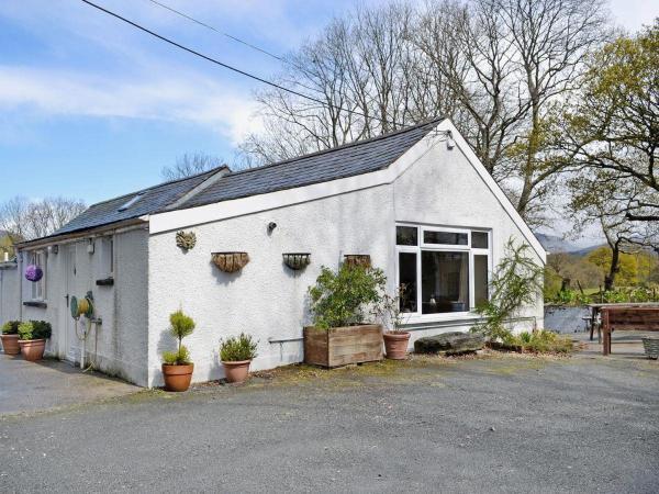 Hotel Pictures: Bron Turnor Cottage, Minffordd
