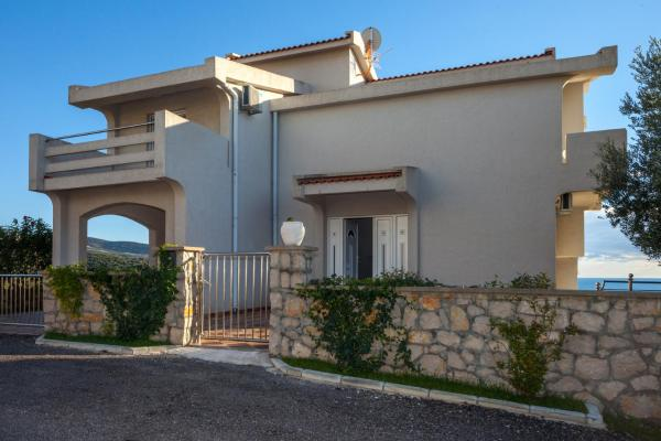Six-Bedroom Villa with Private Pool (16 Adults)