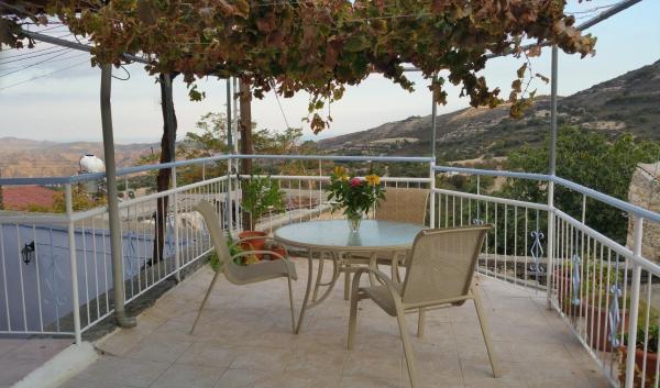 Hotel Pictures: Thekla's View House, Kato Lefkara