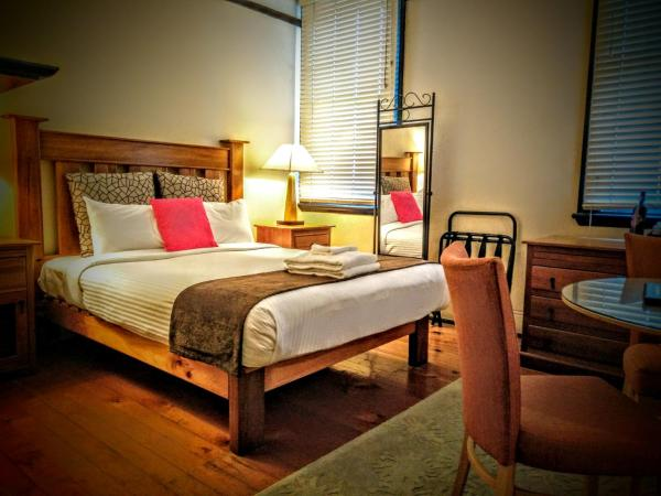 Large Queen Room with Private Bathroom