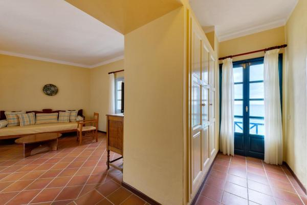 Bungalow Suite with Sea View (2 adults + 2 children)