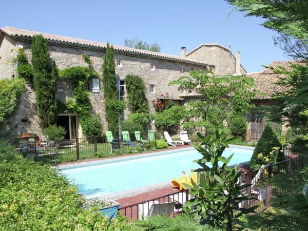 Hotel Pictures: Chez L Antiquaire, Saint-Césaire-de-Gauzignan