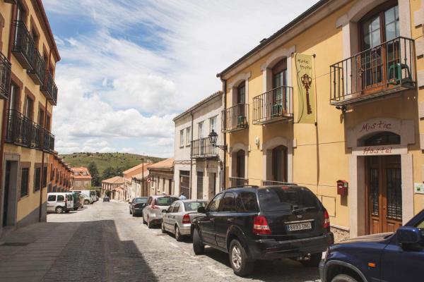 Hotel Pictures: Mistic Hostel, Avila