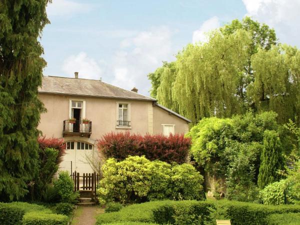 Hotel Pictures: Maison De Vacances - Bligny-Sur-Ouche, Colombier