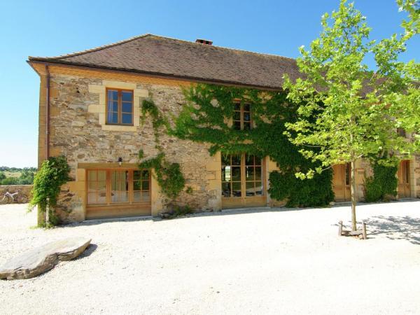 Hotel Pictures: Grange La Guichardie Iii, Saint-Médard-d'Excideuil