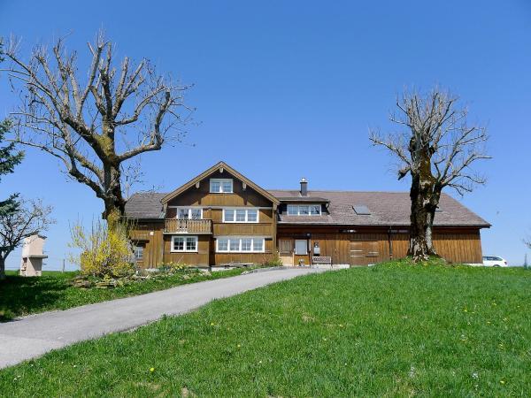 Hotel Pictures: Farm Stay Alpsteinblick, Haslen