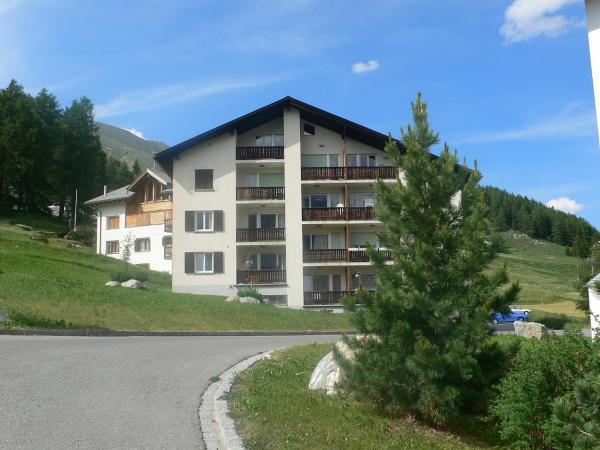 Hotel Pictures: Apartment Chesa Prüveda, Zuoz