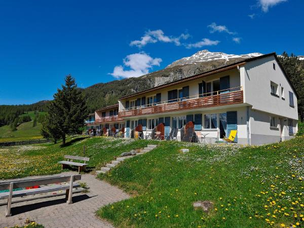 Hotel Pictures: Holiday Home FSG.2, Samedan