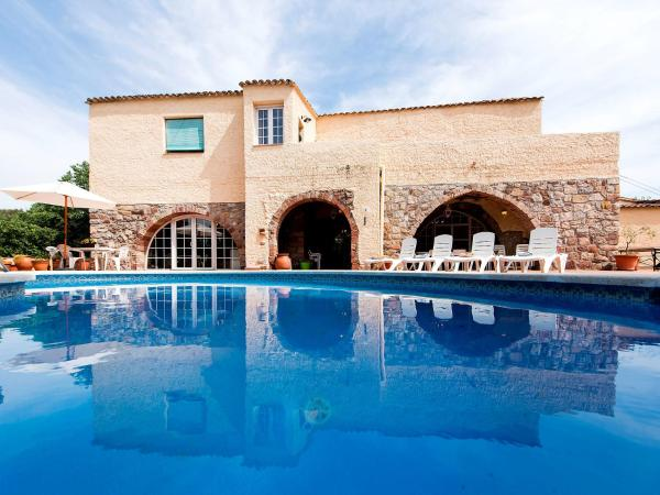 Hotel Pictures: Holiday Home Can Trullàs, Viladecaballs