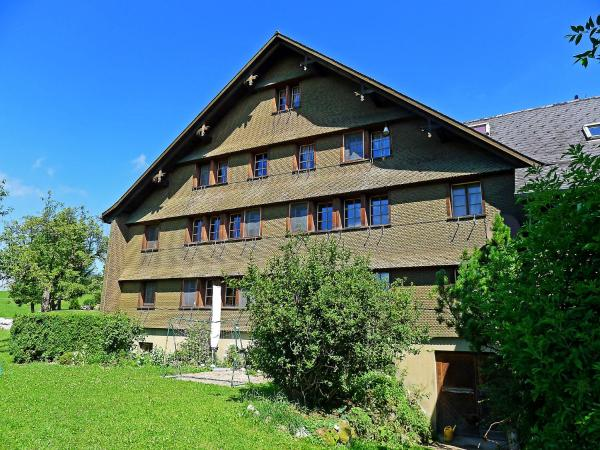 Hotel Pictures: Farm Stay Brunnen, Mosnang